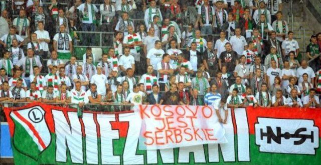 Tifozët e Olimpiakos mbrojnë Serbinë  parulla kundër Kosovës